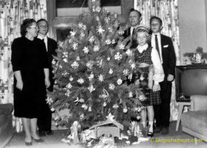 Astras family Christmas tree in 1963 © ladyofwheat.com