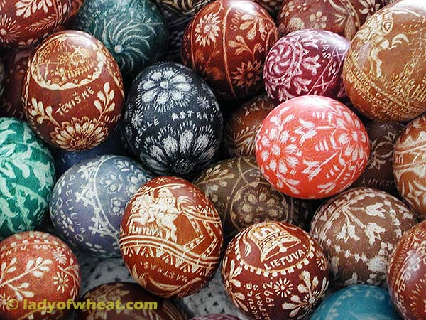 Ursula Astras Lithuanian Easter Egg Decorating 95c © ladyofwheat.com